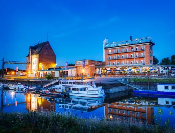 Hotel Dömitzer Hafen / kurz-mal-weg